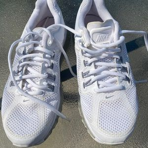 Nike Air Max women shoes color white